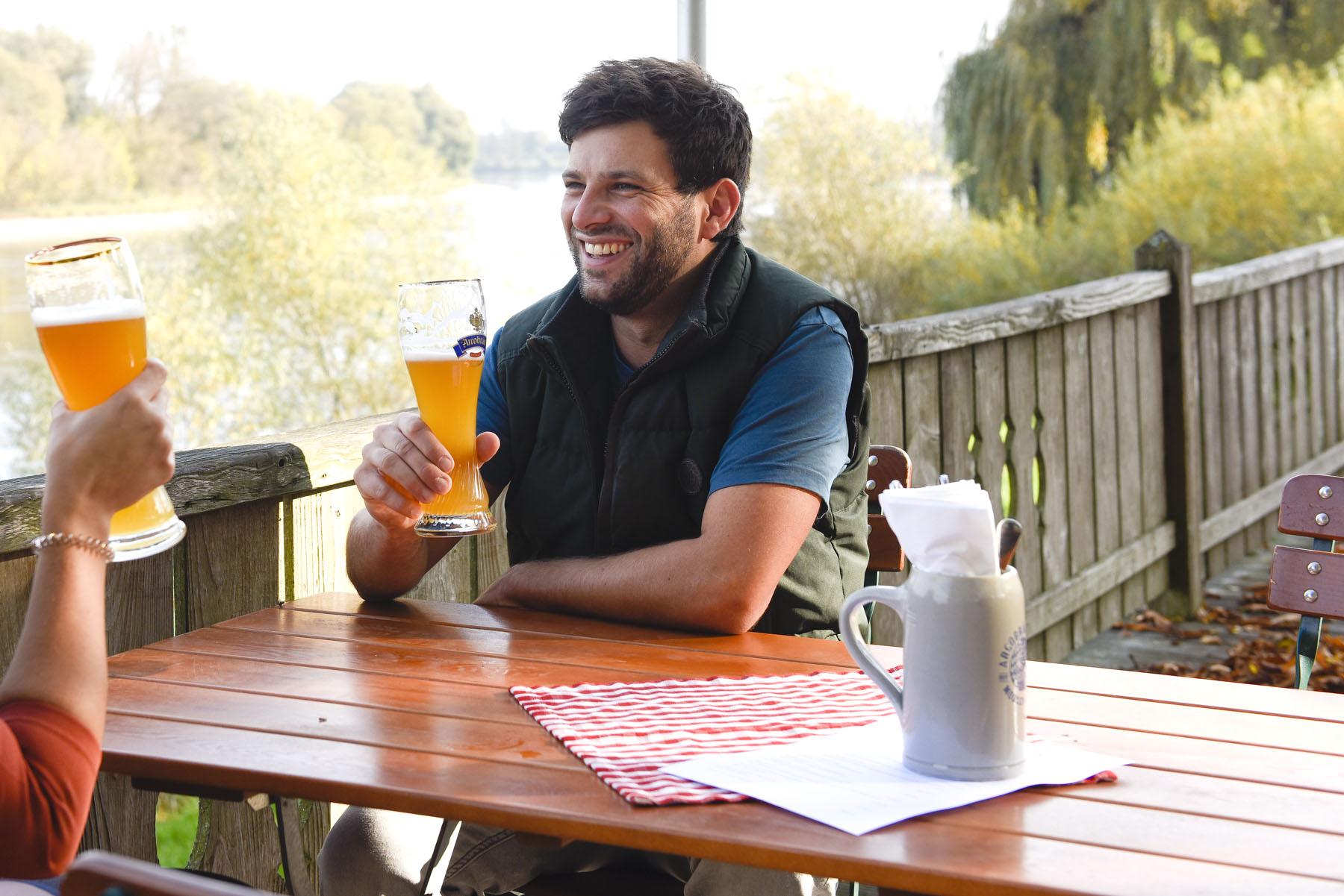 Biergarten mit tollem Blick auf die Donau: der Mühlhamer Keller