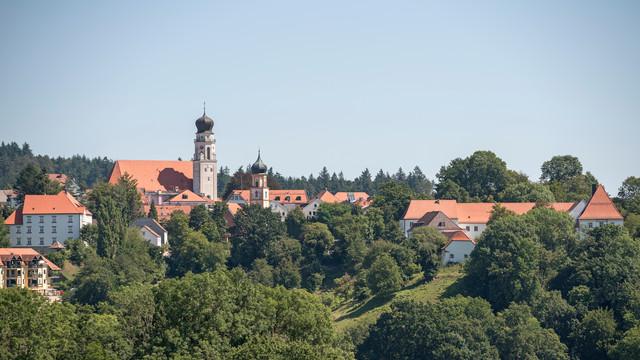 """Bad Birnbach, das """"ländliche Bad"""" liegt im südlichen Niederbayern zwischen Donau, Rott und Inn, inmitten der traumhaften Rottaler Hügellandschaft."""