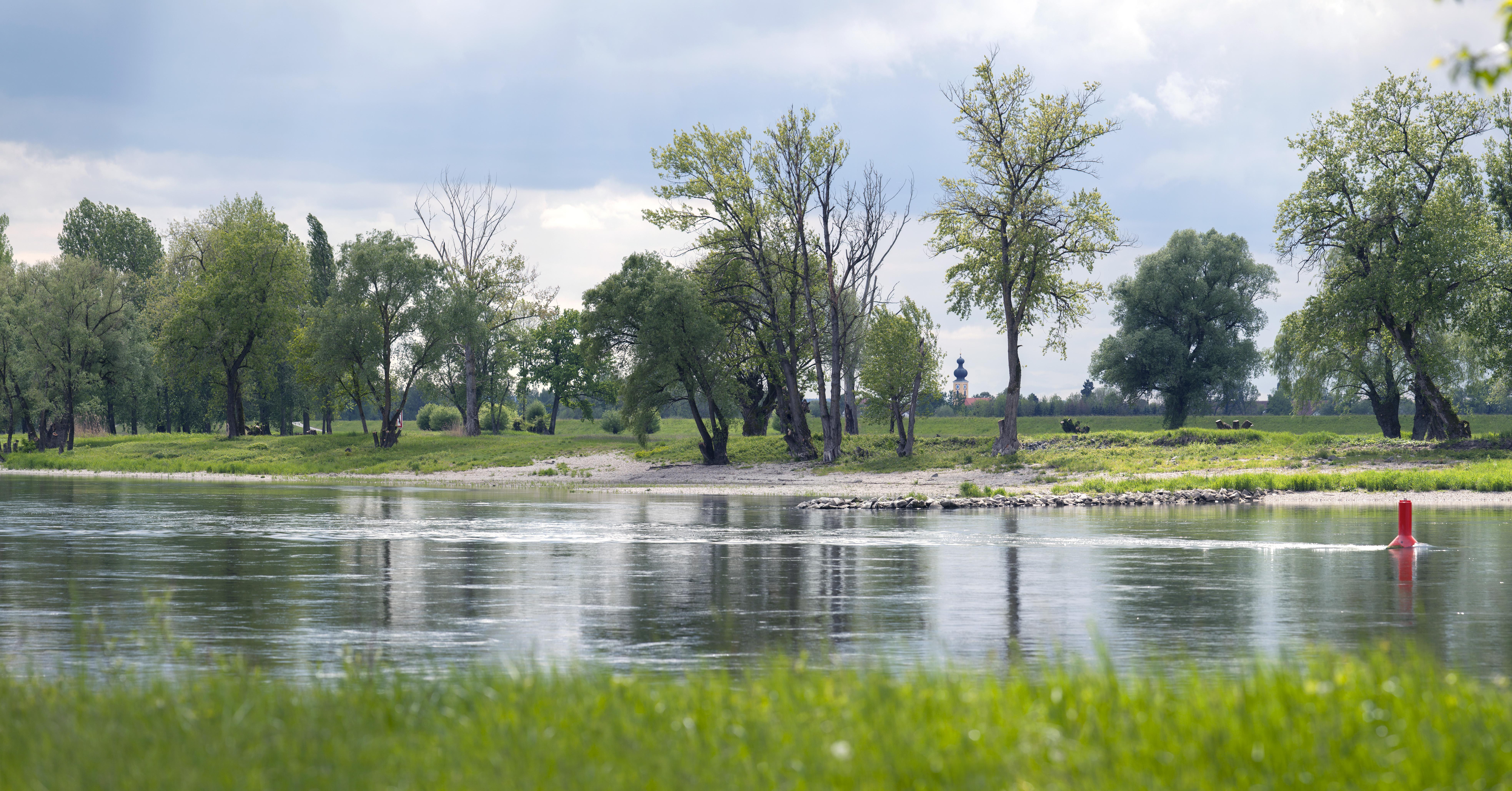 Die Donau bei Aicha in der Nähe von Osterhofen im Deggendorfer Land