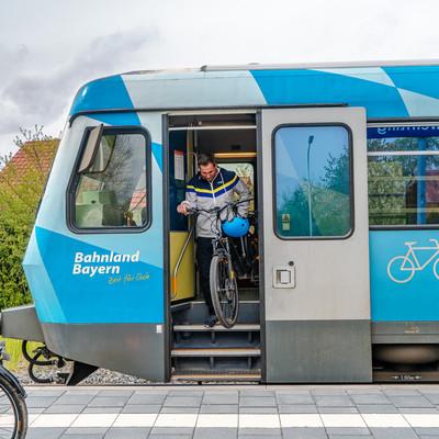 Mit Fahrrad und Zug im Bayerischen Golf- und Thermenland unterwegs