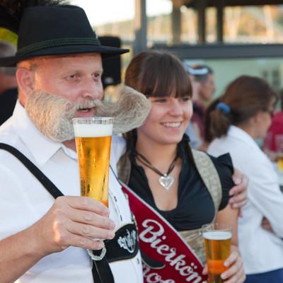 Die Bierkönigin gibt sich die Ehre