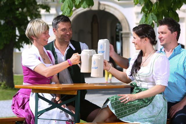 Eine gemütliche Pause auf dem Apfel-Radl-Weg im Biergarten der Brauerei Aldersbach