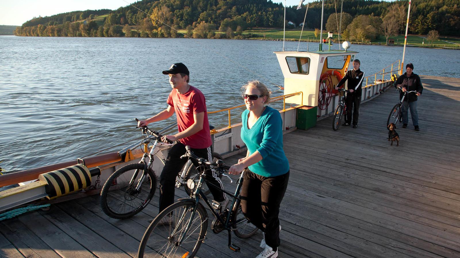 Auf der Donaufähre bei Vilshofen im Passauer Land
